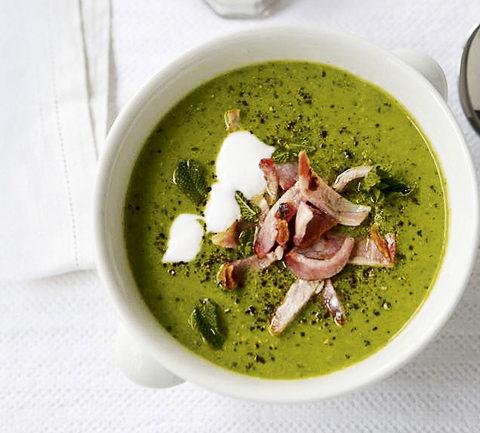 Суп из зеленого горошка с мятой ветчиной