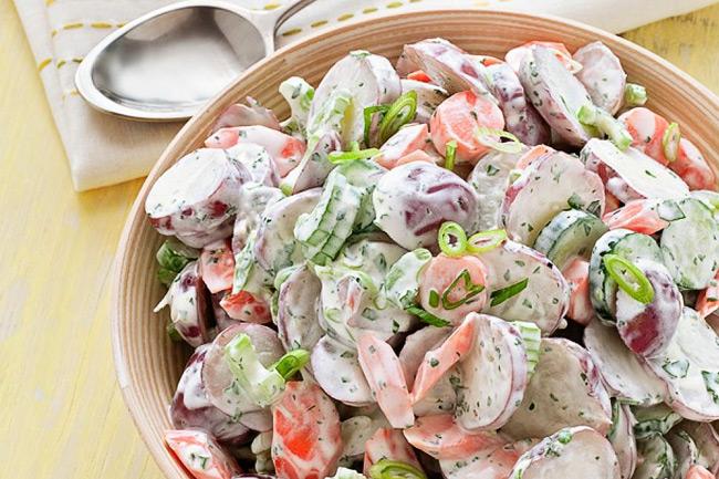 Деревенский салат с отварным картофелем