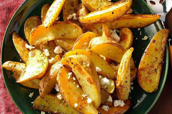 Картофель с травами и сыром фета по-гречески
