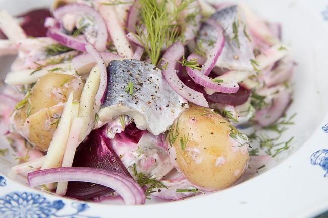 Датский салат с сельдью