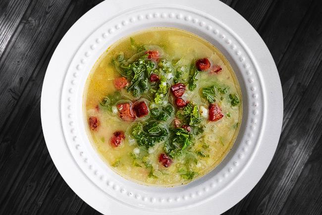 Кальдо верде - португальский картофельный суп с листовой капустой Caldo Verde