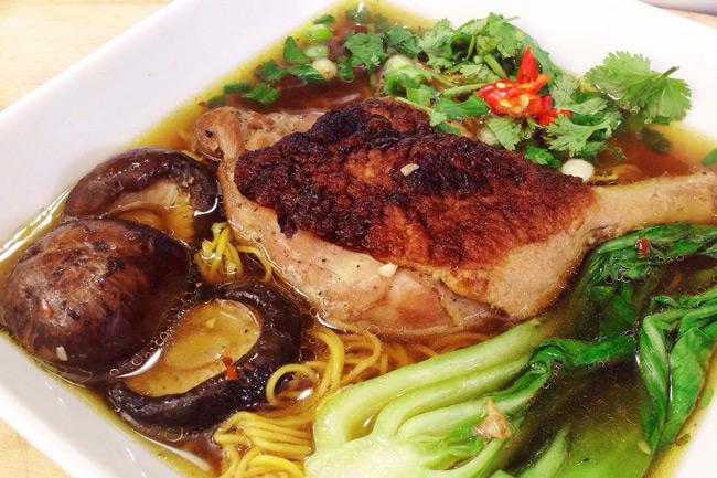 Вьетнамский суп из запеченной утки Mì Vịt Tiềm