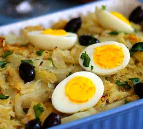 Рыбная запеканка из хека с картофелем и яйцом