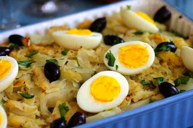Рыбная запеканка с картофелем и яйцом