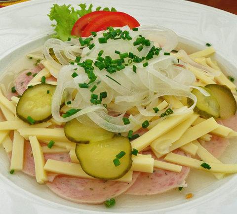 Швейцарский салат из колбасок Wurstsalat