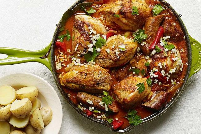Тушеный цыпленок по-баскски