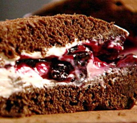Венгерский сэндвич с вишневым джемом