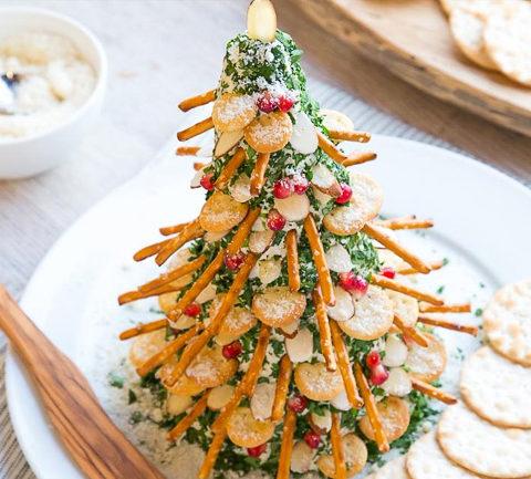 Сырная елка с крекерами