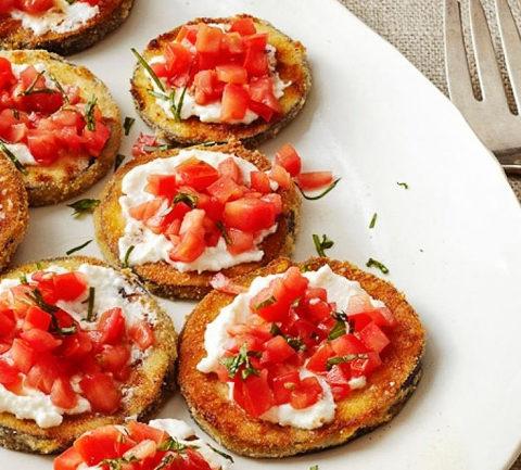 Жареные баклажаны с сыром и помидором