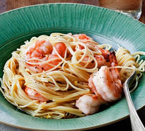Спагетти с креветками и лимоном