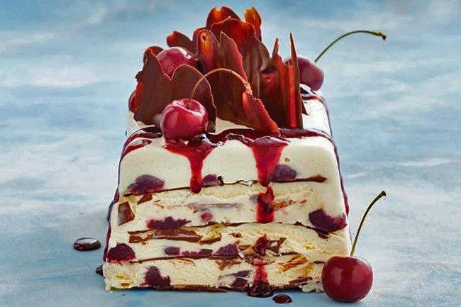 Десерт из мороженого с вишней «Черный лес»
