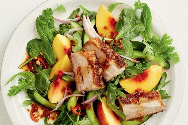 Свинина 5 специй с салатом из нектаринов