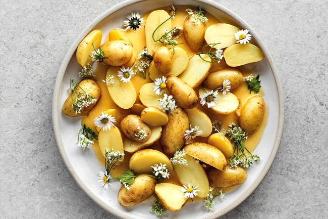 Картофель в ромашковом маринаде с соусом бер блан