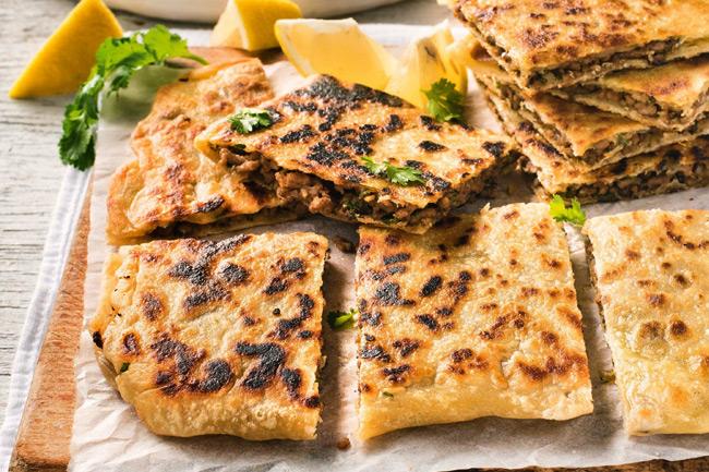 Простые лепешки с мясом. Ближневосточная кухня.