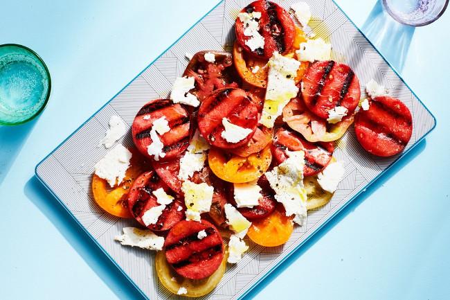 Теплый салат из арбуза, помидоров и феты