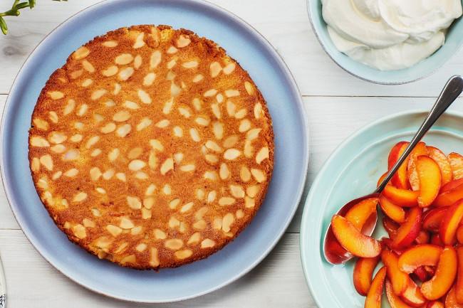 Торт с абрикосами и миндалем