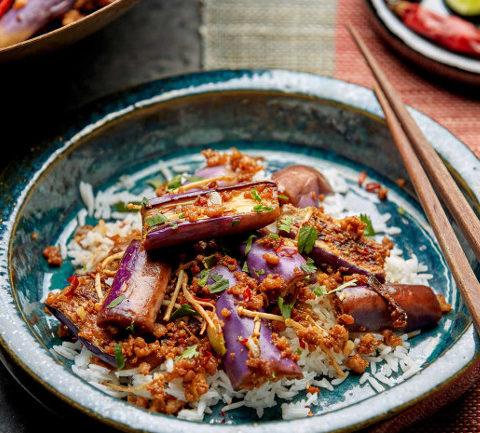 Баклажаны со свининой и грибами