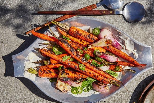 Запеченная морковь с острым йогуртом
