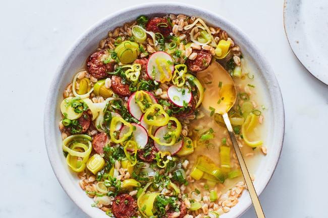 Итальянский перловый суп с колбасками