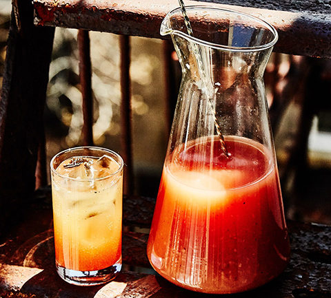 Пряный пивной коктейль шенди с грейпфрутом