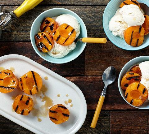 Мороженое с абрикосами