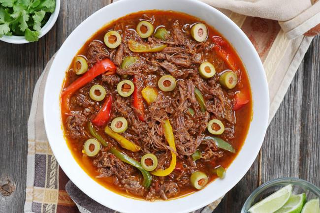 Ропа вьеха - кубинская тушеная говядина в винном соусе