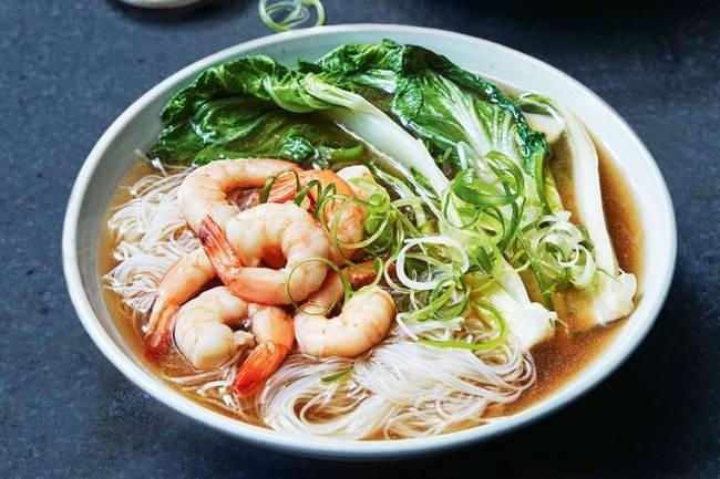 Быстрый и простой суп с креветками и лапшой
