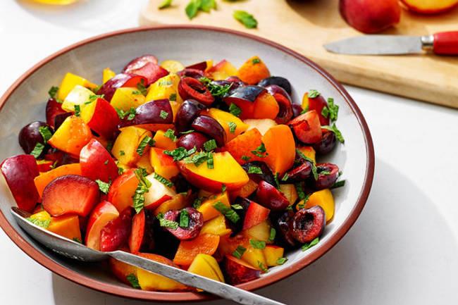 Летний мятный фруктовый салат