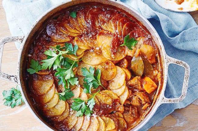 Тушеная говядина с хрустящей картошкой
