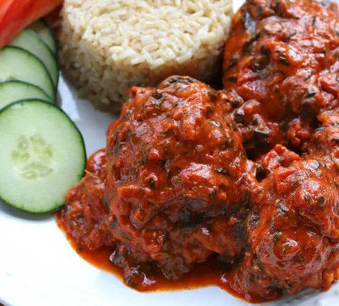 Пласас - Курица в томатном соусе с арахисом и шпинатом. Западно-африканская кухня.