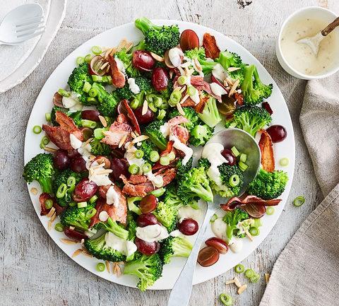 Салат из брокколи и бекона
