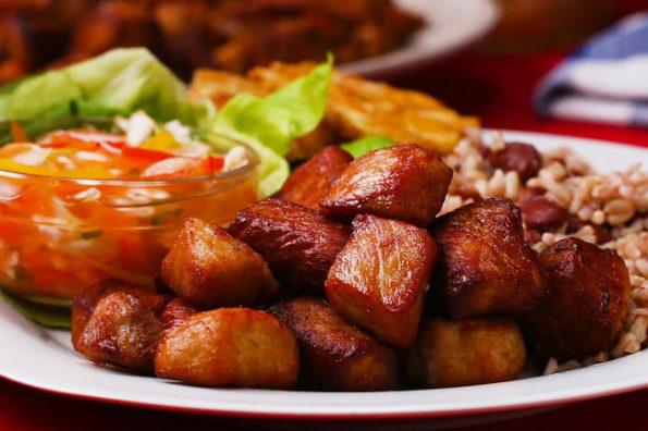 Грио - cвинина в цитрусовом маринаде с перцем чили. Кухня Гаити.