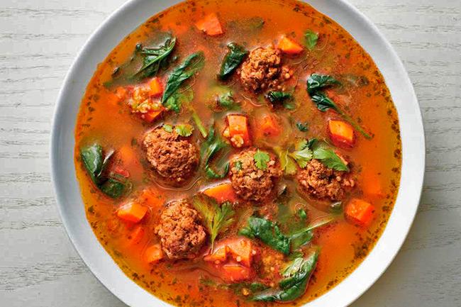 Марокканский суп с фрикадельками кус-кусом и шпинатом