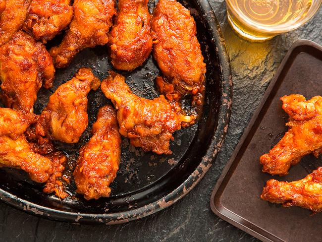 Хрустящие куриные крылышки по-корейски яннём чикхин