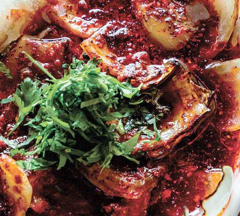 Турецкий салат из лука-гриль.